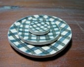 round plaid dishes