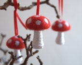 5 medium size wool mushroom toadstool ornaments red white Alice in Wonderland handmade decoration  Easter Valentines autumn Wedding favor