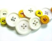 Light Yellow White Bright Yellow Button Necklace - stuckinthemudpottery
