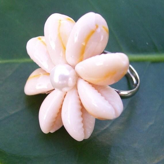 Зарезервировано листинг rocktheflops - ANELA Seashell Cowry Перл бисера цветы