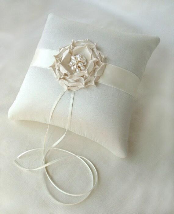 Кэйтлин Роуз Шелковый Dupioni Pearl Ring цветы на предъявителя подушку