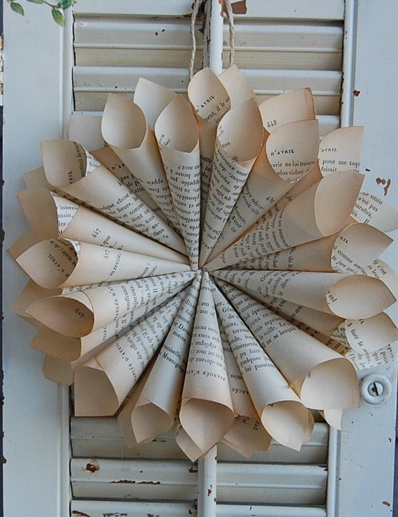 make book pages into an interesting wreath - Book Pages Art
