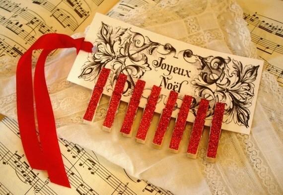 Набор из 8 Пети Красной сверкали прищепки / Joyeux Ноэль тегов