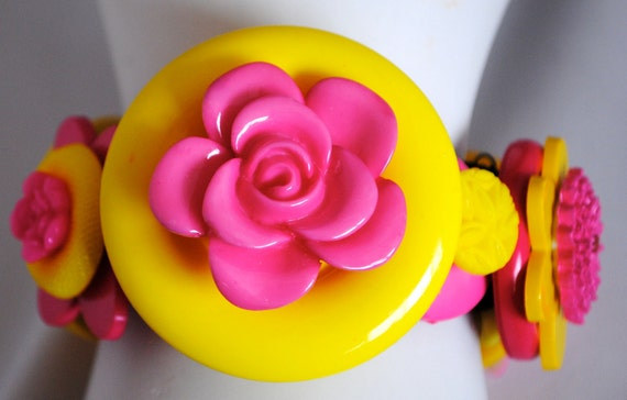 Flower button bracelet