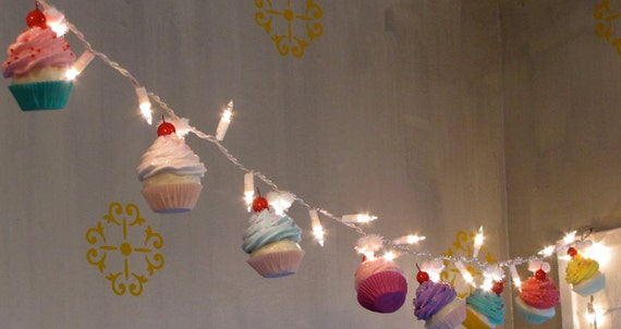 Fake Cupcake Cupcake Lovers String of Lights 12 Legs Orignal Concept Design 10 Mini Assorted Cupcakes Perfect for Bakery Decor Kitchens