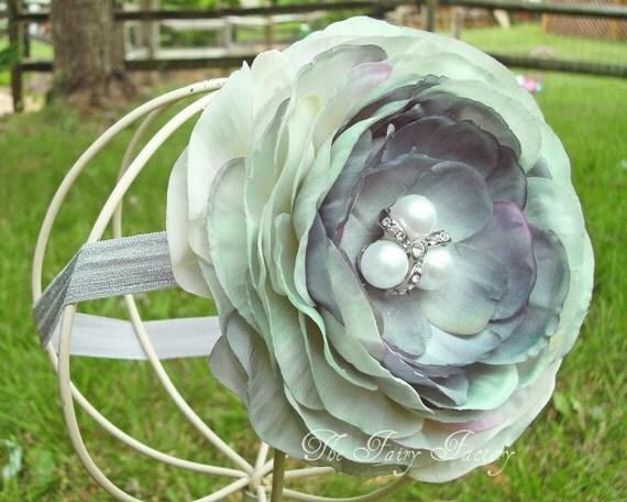 Серые цветы Повязка - Luxe серый и бледно Seafoam Green Flower шелковый с жемчуга и кристаллов Центр Stretchy Серый головная повязка или зажим для волос