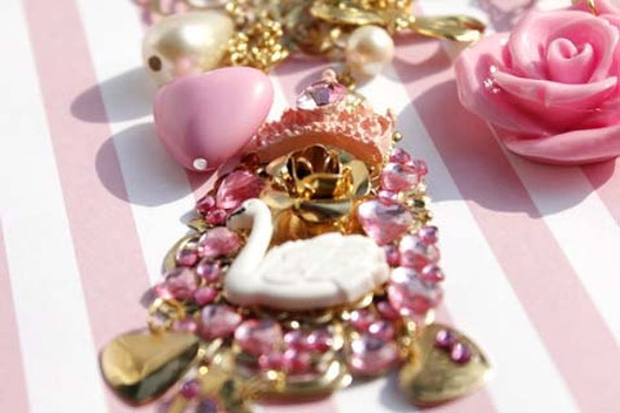 Hime Gyaru Swan Princess Necklace by Yumpopboutique