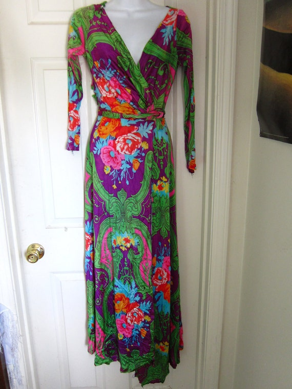 1960's Beautiful Floral Wrap Dress Size S/M