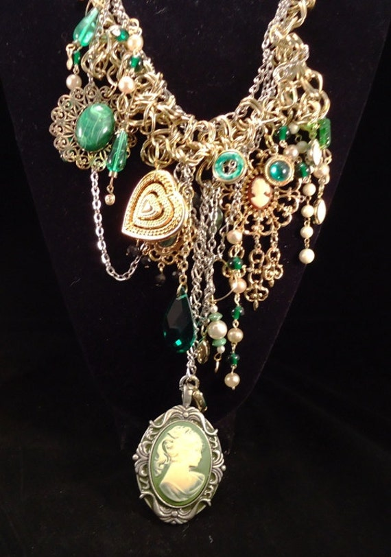 Cameo - Statement Assemblage Necklace - Diva Cameo Love -  Vintage-Heaven