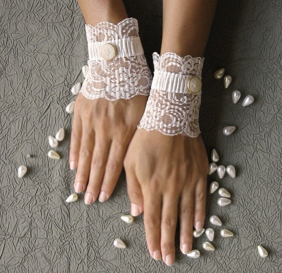 Delicate bridal  lace cuffs lace mittens gloves