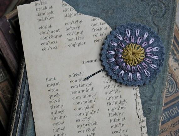 Войлок заколка ручной вышивкой шерсть войлок с желтой горчицы и оттенки фиолетового Вышивка любовью Мод