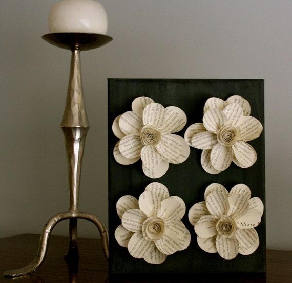 Черный Canvas с бумажными цветами