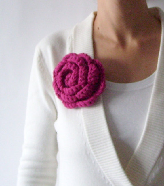Crochet Flower Pin Brooch in raspberry