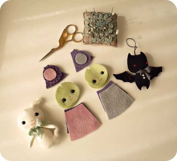 how the Halloween felt pattern looks cut out and with two felt dolls done.