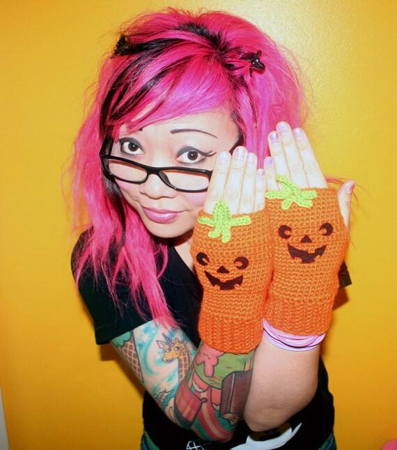 twinkie chan pumpkin mittens