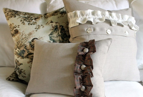 The Linen Collection, 12 x 16 Pillow Cover, 100%  Flax Linen with Homespun ruffle and covered button trim Zipper closure