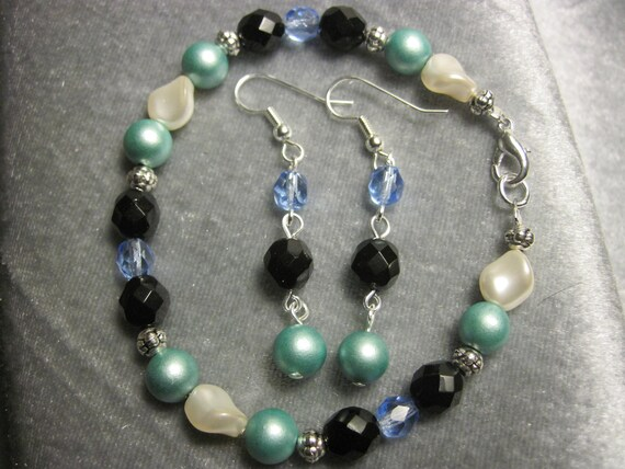 Ice Dreams-Czech glass, druk glass and swarovski pearl bracelet set