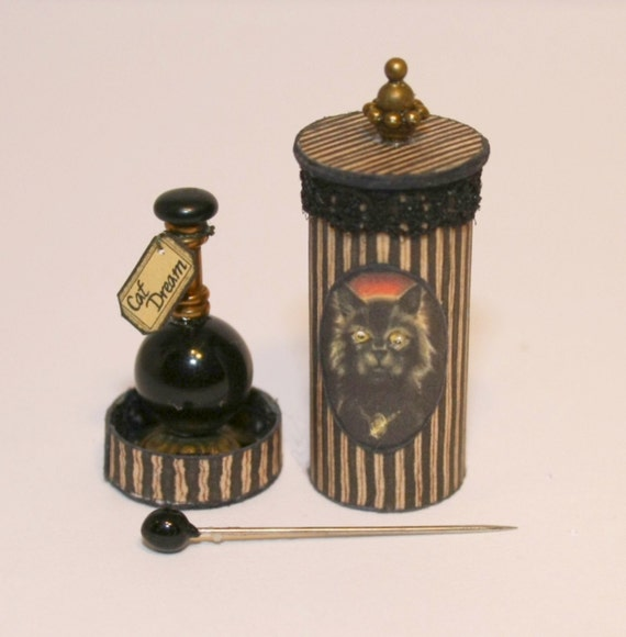 CDHM Artisan Manuela Herbst of Scarlett's Zauberhafte Miniaturen dollhouse miniature halloween, witch box 1:12 scale