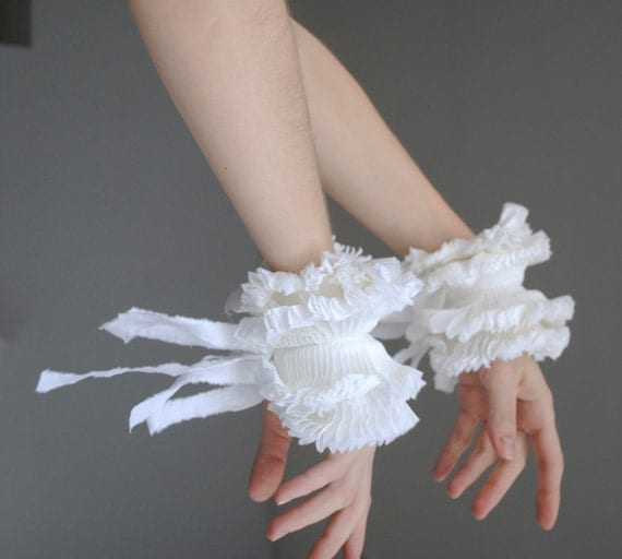 Ruffled cuffs/ Spring Fashion/ Wrist Cuff/ White cotton/ Bow ties/ Bride accessories/ Cuff/