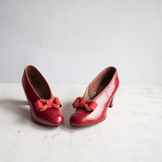 Vintage 30s Pumps / Red Leather / 1930s Bow by GingerRootVintage from etsy.com