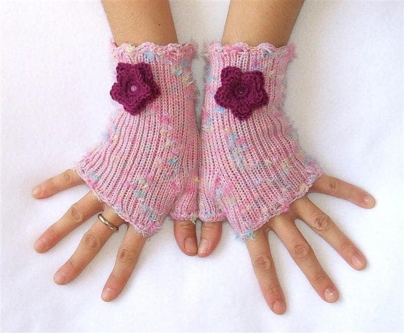 کرکی Fingerless دستکش با گل Crocheted -- صورتی