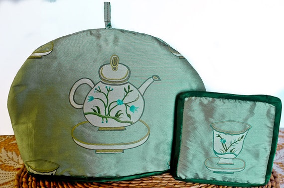 Silk Tea Cosy (Cozy) in a Mid Green with Dark Green Edging and matching Tea Pot Mat.
