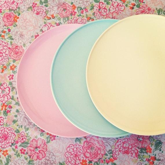 Vintage Texas Ware & Durawear Melmac Pastel Plates Set of 3