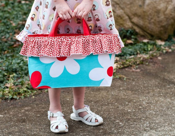 Fabric tote instructions PDF sewing pattern tutorial for 12 inch Barbie dolls accessory bag