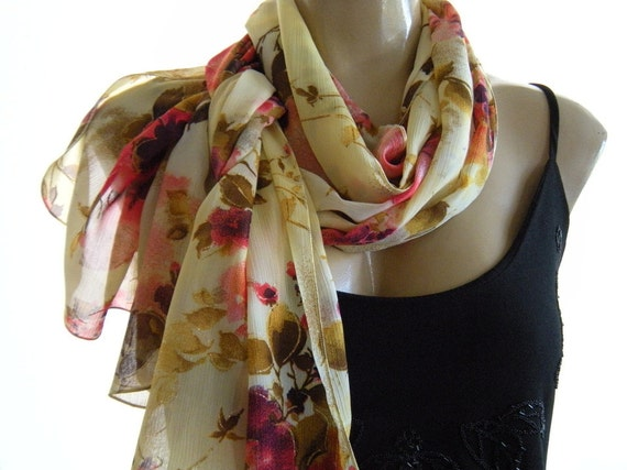 Scarf with flowers in gold and pink