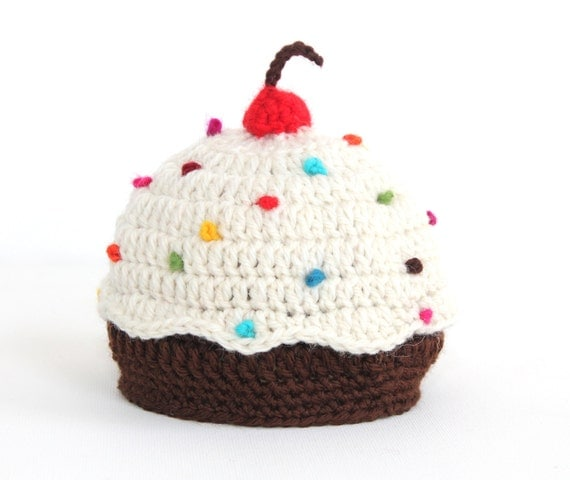 DELICIOUS CUPCAKE HAT - newborn hat - size 0 to 3 months- wool - photo prop