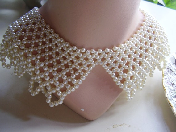 SPRING SALE -- Vintage 1950s wide ivory white beaded pearl collar necklace