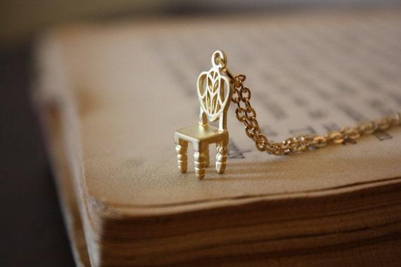 Fairy Tale Throne Necklace - Gold