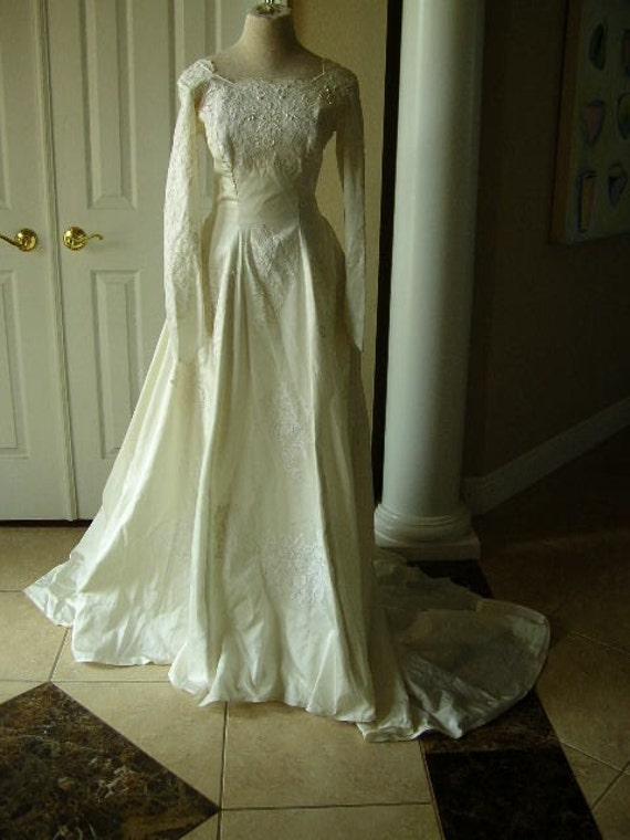 Vintage off white wedding dress with a fitted waist From creativegatherings