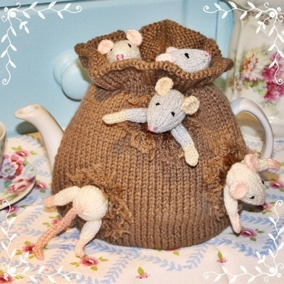 Debie birkin on pinterest tea cozy knitting patterns for Tea cosy template