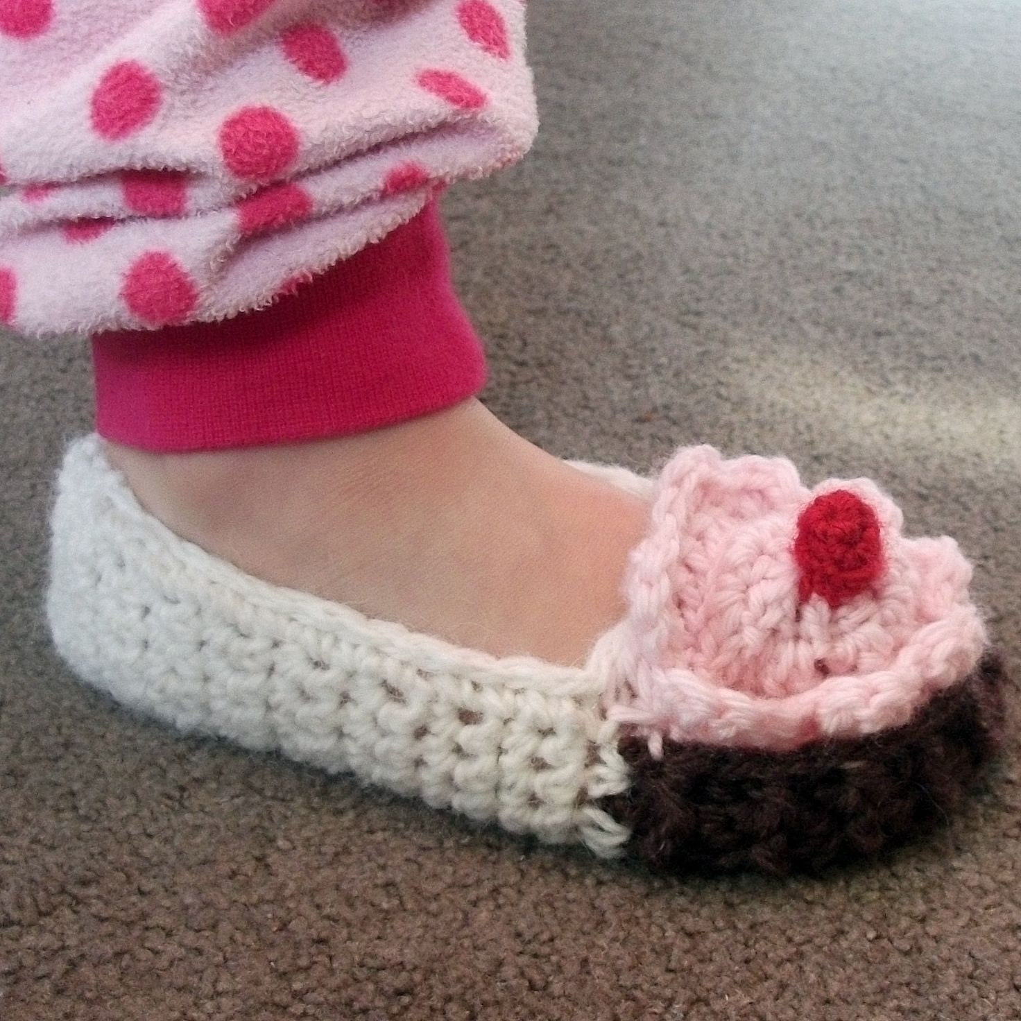 Crochet Patterns For Toddlers Slippers : CROCHET BABY SLIPPERS PATTERN ? Crochet For Beginners