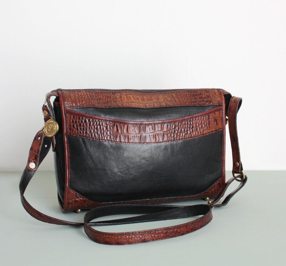 Brahmin Handbags. Ebay Results For Brahmin BRAHMIN HANDBAG ASHER LEATHER TOTE COCOA MELBOURNE PURSE. $ (0 Bids) End Date: Sunday Dec PST Do not go overboard or you can make the whole look seem cheap. If you have a limited budget for clothes, avoid buying clothes that are trendy that will only last you for a season.