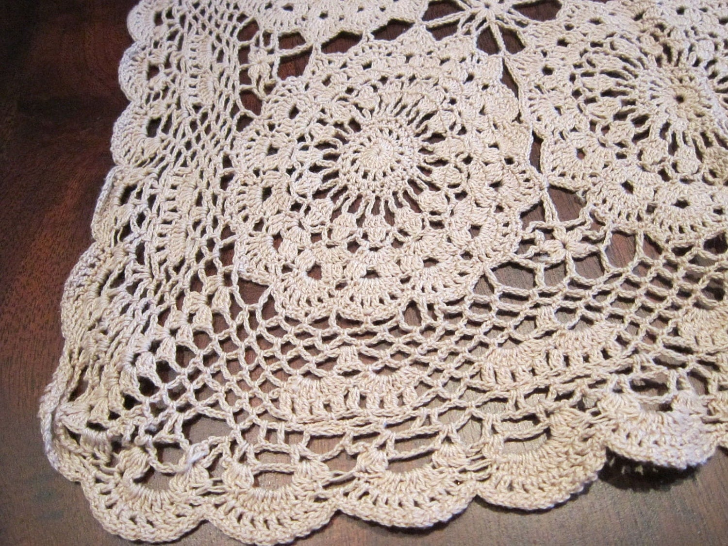 Free Thread Crochet Patterns For Table Runners : THREAD CROCHET TABLE RUNNER PATTERN ? Easy Crochet Patterns