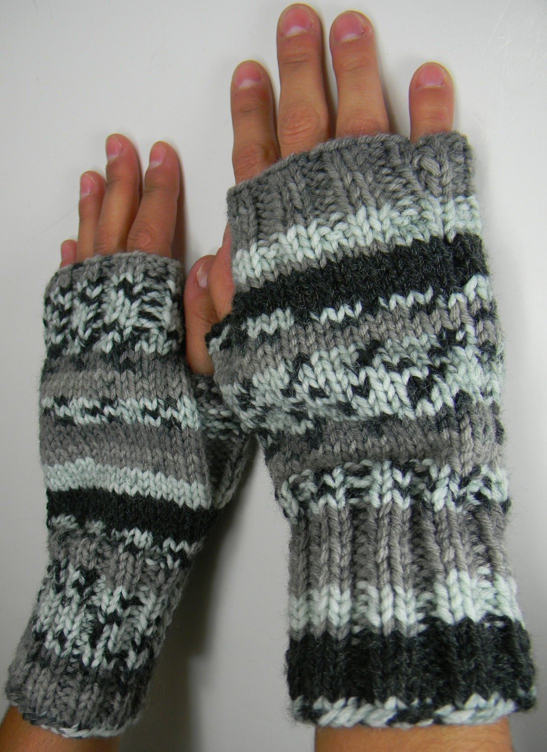 Louise Knits: 2 needle fingerless gloves